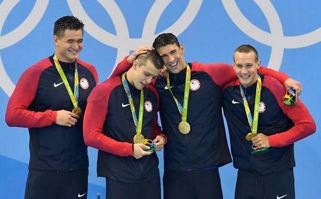 Đội bơi tiếp sức 4x100 tự do Mỹ vừa giật HCV