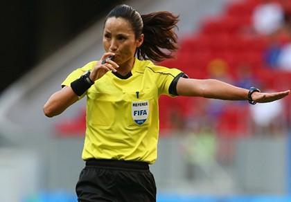Nữ trọng tài Triều Tiên bắt chính trận bán kết bóng đá Olympic - ảnh 1