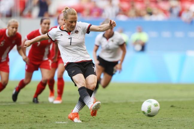Tuyển Đức xuất sắc đánh bại Canada