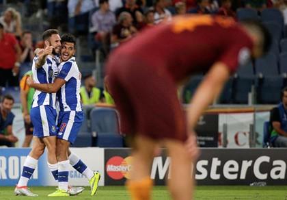 Vòng sơ loại Champions League: Roma tự bắn vào chân mình - ảnh 1