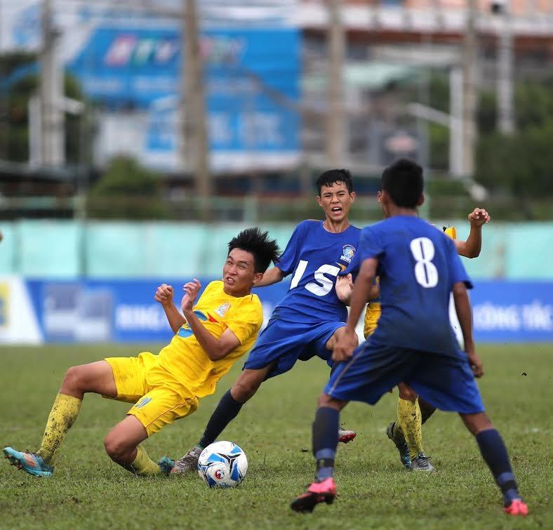 U-15 HA Gia Lai (xanh) vào chung kết tranh ngôi vô địch cùng U-15 PVF