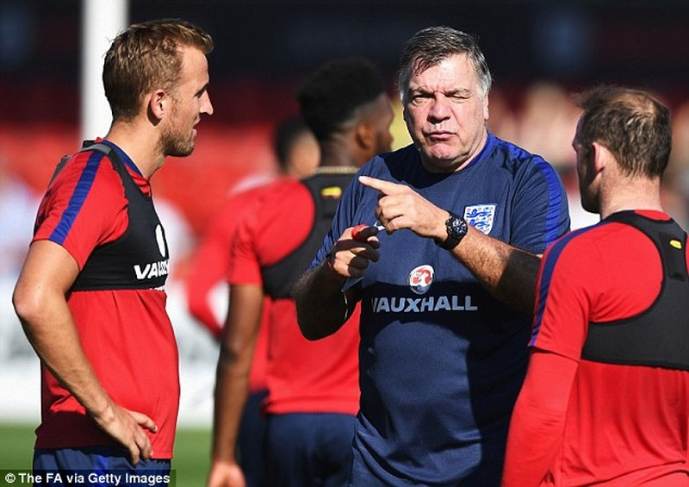 HLV tuyển Anh chơi chiêu để thoát 'gạch đá'? - ảnh 1
