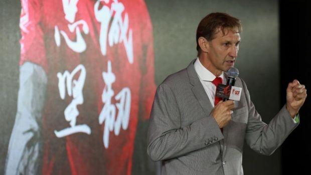 Huyền thoại Arsenal đến đội bóng của… Huỳnh Đức - ảnh 1