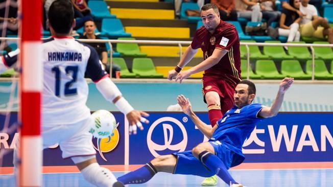 Thái Lan (xanh) đã bại trận 4-6 trước Nga
