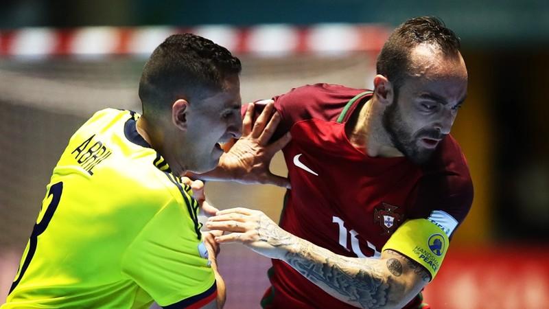Chủ nhà Colombia (vàng) đã bị Bồ Đào Nha cầm chân 1-1