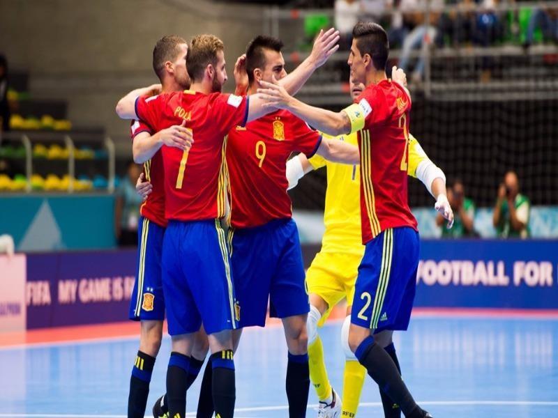 """Các """"nghệ sĩ"""" Futsal Tây Ban Nha mừng chiến thắng"""