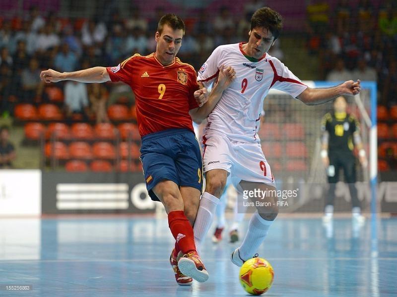 Nhà vô địch châu Á Iran (trắng) hầu như chẳng có cơ hội nào trước Tây Ban Nha