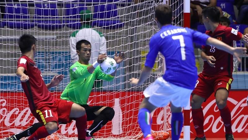 Tuyển Việt Nam (đỏ) sẽ có trận đấu đầy thách thức với Nga ở vòng 16 đội