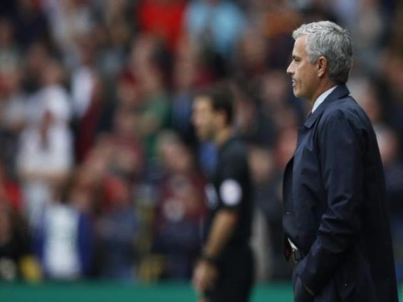HLV Mourinho lại thấy áp lực tứ phía khi MU thua trận thứ ba liên tiếp