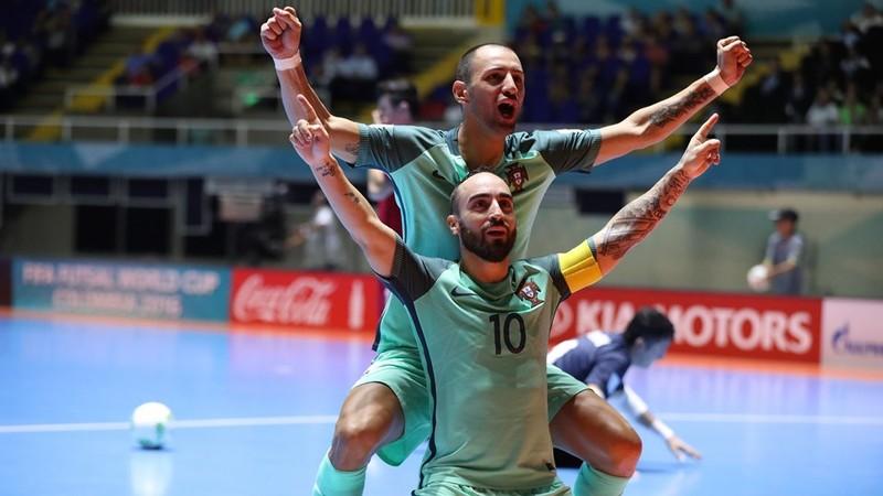Các cầu thủ Bồ Đào Nha ăn mừng vào bán kết