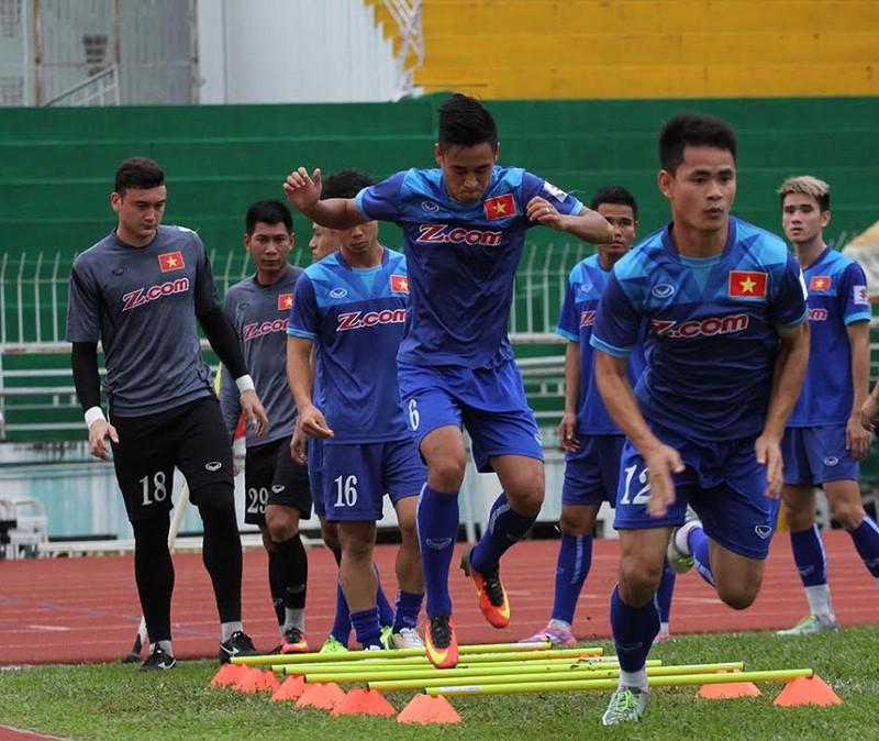 Đội tuyển Việt Nam thăm làng SOS - ảnh 1