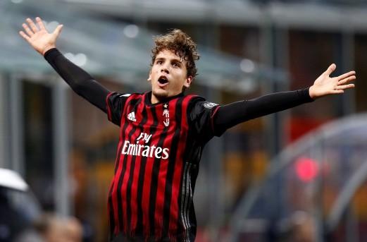 Cầu thủ 18 tuổi giúp AC Milan đánh bại nhà vô địch Ý - ảnh 1