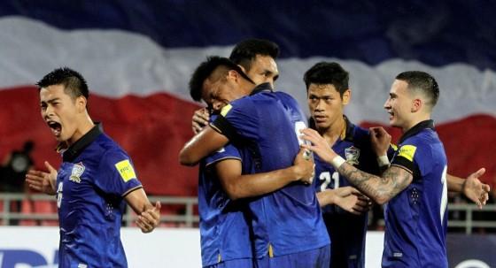 HLV Kiatisak: 'Giấc mơ World Cup của Thái Lan chưa dứt' - ảnh 2
