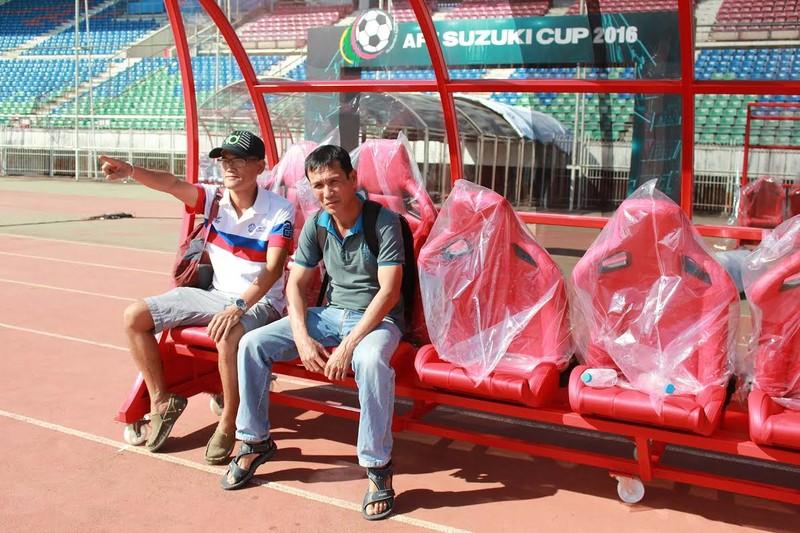 Ghế xịn Ngoại hạng Anh… đến AFF Suzuki Cup - ảnh 1