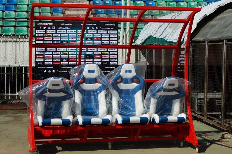 Ghế xịn Ngoại hạng Anh… đến AFF Suzuki Cup - ảnh 4