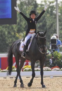 Vua mới của Thái Lan là một nhà thể thao tài năng - ảnh 5