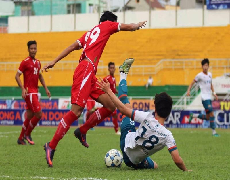 U-21 Myanmar (đỏ) vẫn có kinh nghiệm cao hơn