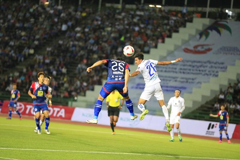 Buriram (trắng) đã bảo vệ thành công ngôi vô địch.