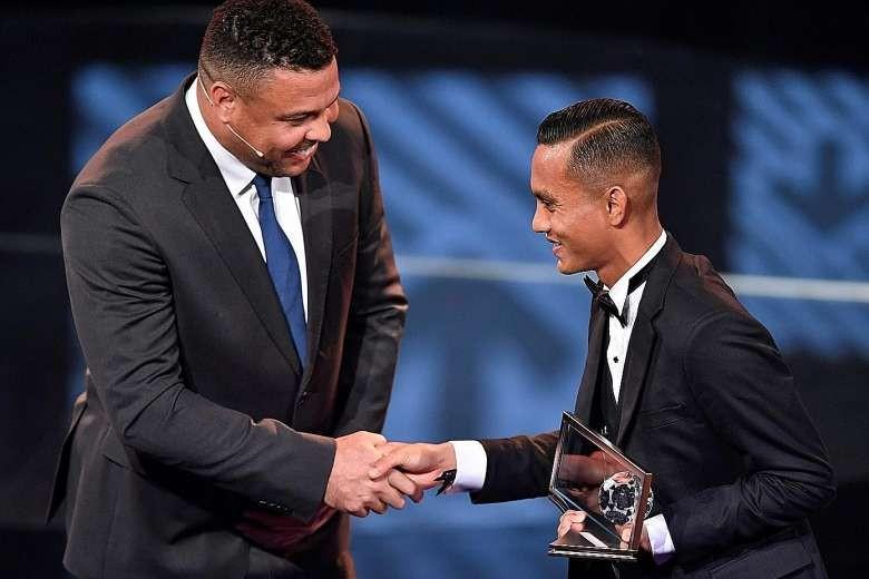 Hoàng tử Ismail: 'Đừng lấy giải FIFA Puskas ra che mắt' - ảnh 1