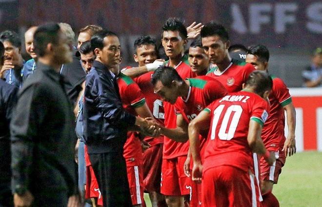 Tổng thống Widodo lệnh mỗi tỉnh 1 sân bóng chuẩn FIFA - ảnh 2