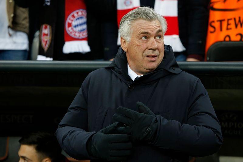 Champions League: Lấm lưng, trắng bụng - ảnh 1