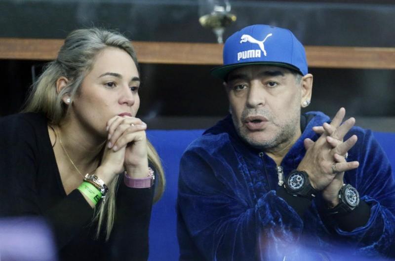 Maradona bị cảnh sát Madrid 'sờ gáy'? - ảnh 1