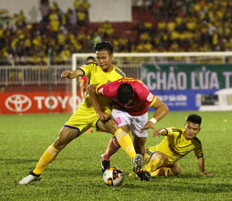 SL Nghệ An vẫn thua dù fan áp đảo sân Thống Nhất - ảnh 2