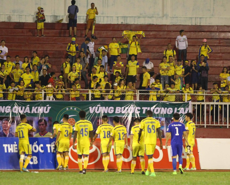 SL Nghệ An vẫn thua dù fan áp đảo sân Thống Nhất - ảnh 1