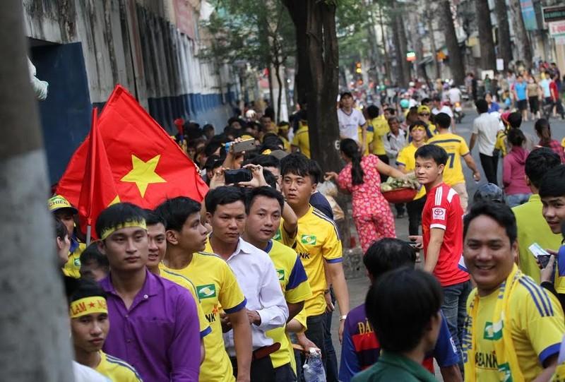 SL Nghệ An vẫn thua dù fan áp đảo sân Thống Nhất - ảnh 4