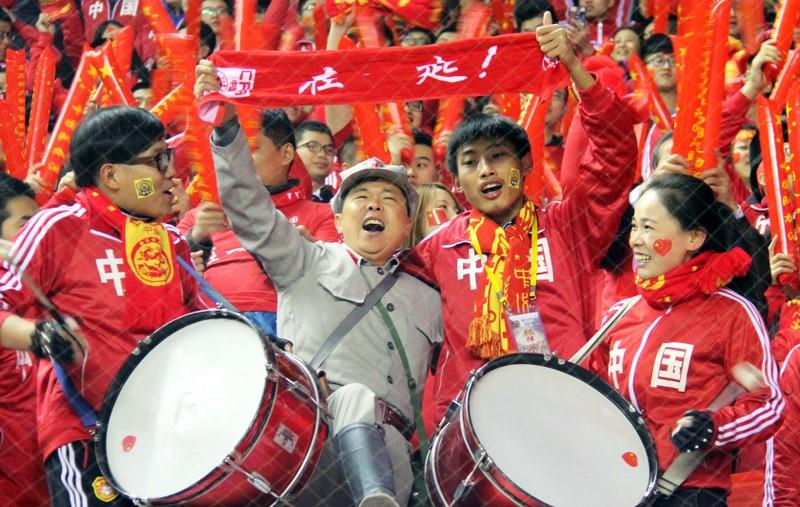 100.000 fan Trung Quốc đổ bộ, Nga 'ẵm' 25 triệu USD - ảnh 1