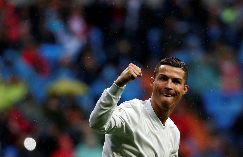 """Ronaldo kiếm """"lúa"""" đỉnh nhất thế giới - ảnh 1"""