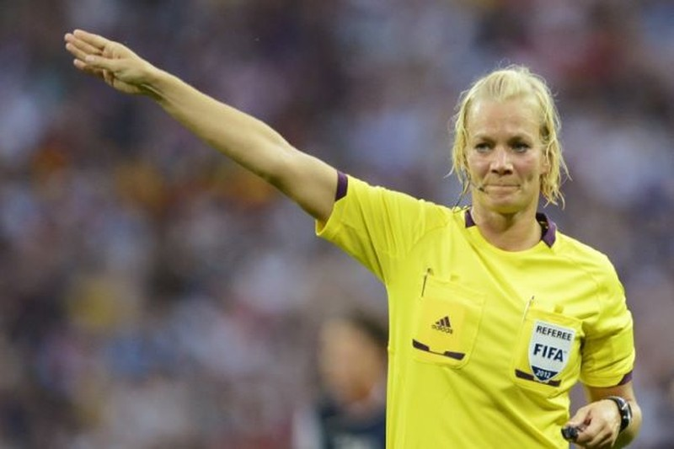 Nữ sĩ quan cảnh sát trở thành trọng tài ở Bundesliga - ảnh 2