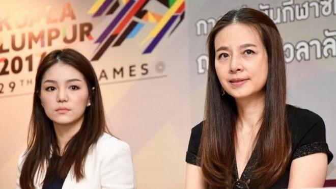 Thái Lan bất ngờ chia tay 2 nữ trưởng đoàn xinh đẹp - ảnh 1