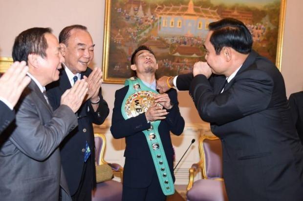 """Thủ tướng Prayut """"hạ KO"""" nhà vô địch WBC - ảnh 2"""