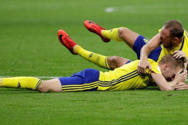 Ý bị loại sốc khỏi World Cup, Buffon bật khóc - ảnh 1