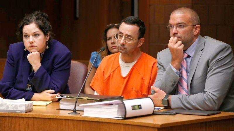 Bác sĩ đối mặt án tù 40 năm vì lạm dụng cả đội TDDC Mỹ - ảnh 1