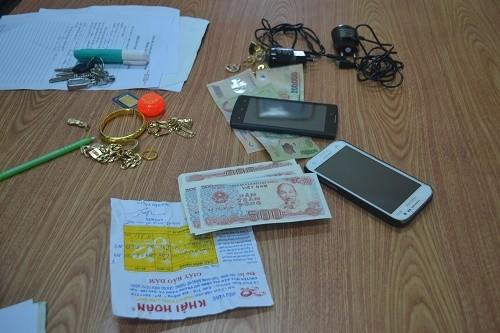 Trộm vàng, USD tiện tay 'cuỗm' luôn xấp tiền cúng 500 đồng - ảnh 2