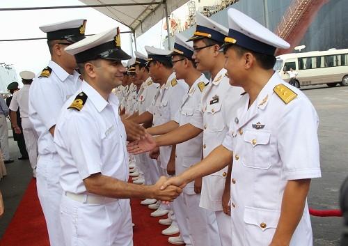 Chiến hạm hải quân Ấn Độ cập cảng Đà Nẵng - ảnh 2