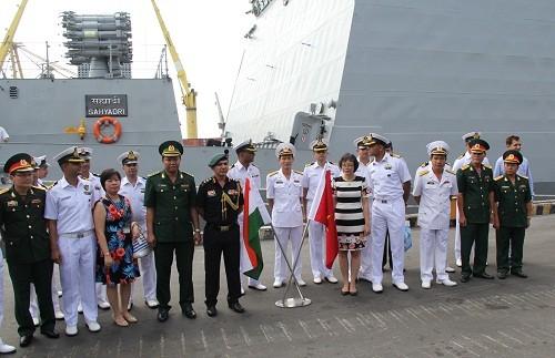 Chiến hạm hải quân Ấn Độ cập cảng Đà Nẵng - ảnh 3