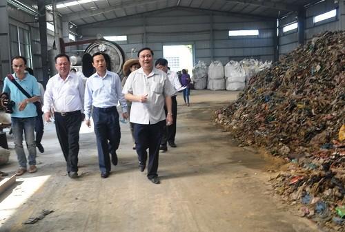 Bí thư Thành ủy Đà Nẵng xuống hiện trường kiểm tra bãi rác ô nhiễm - ảnh 1