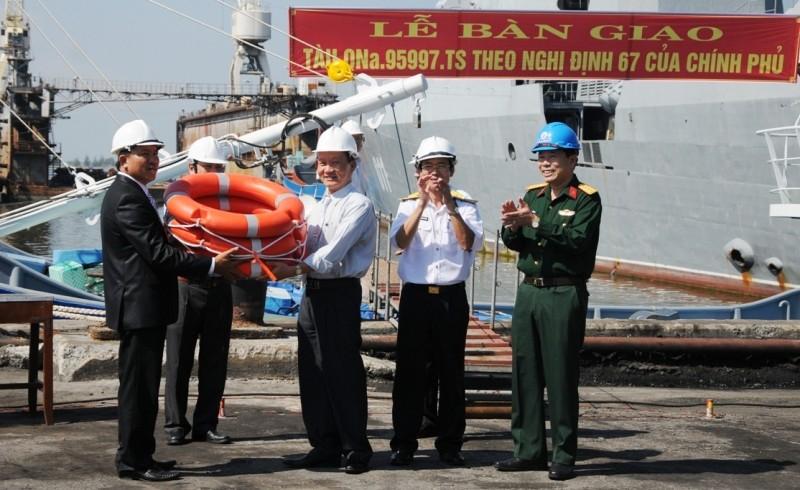 Thêm một tàu cá vỏ thép cho ngư dân bám biển - ảnh 2