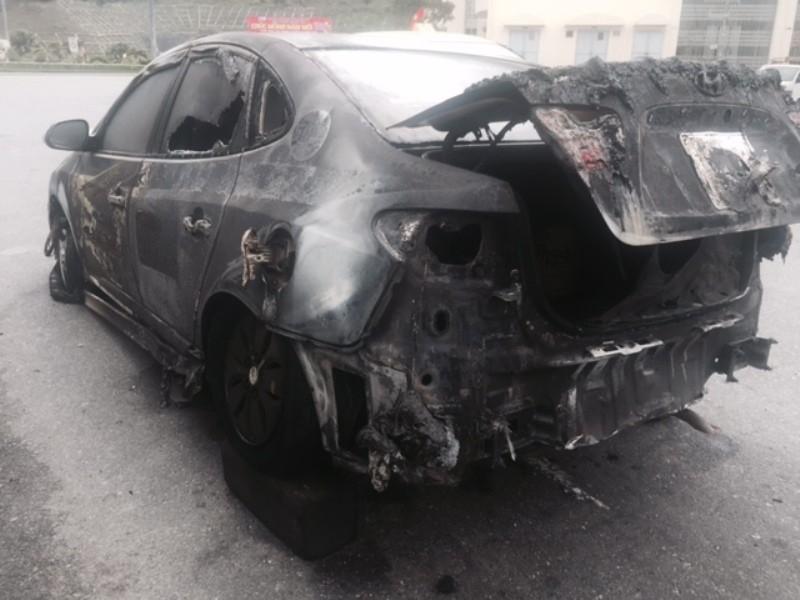 Taxi cháy trong hầm Hải Vân, cứu nạn gặp khó do nhiều xe quay đầu chạy - ảnh 4