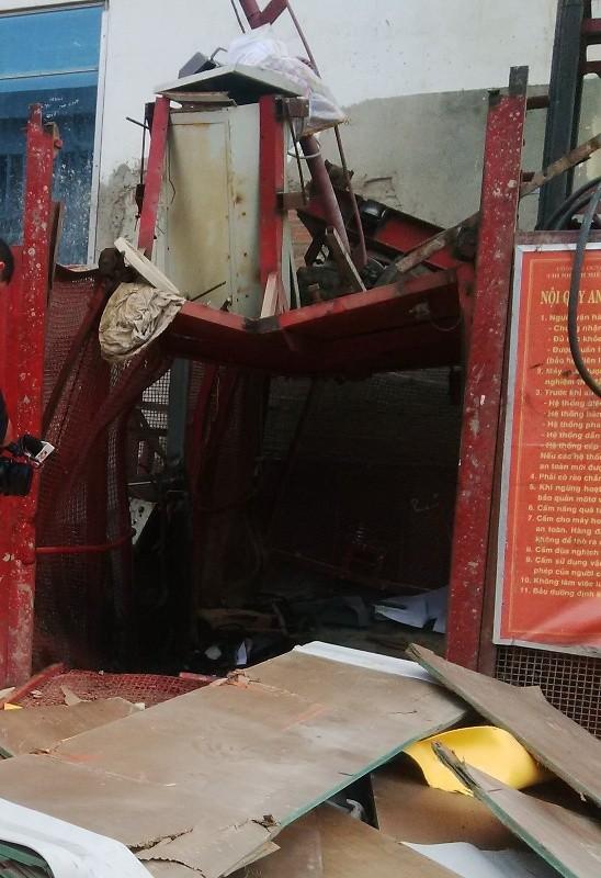 Chủ tịch Đà Nẵng trực tiếp đến hiện trường vụ rơi thang máy năm người chết - ảnh 1