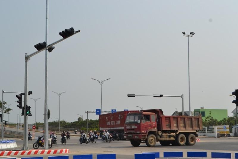 """""""Vòng xoay tử thần"""" ở Đà Nẵng được lắp đèn tín hiệu - ảnh 1"""