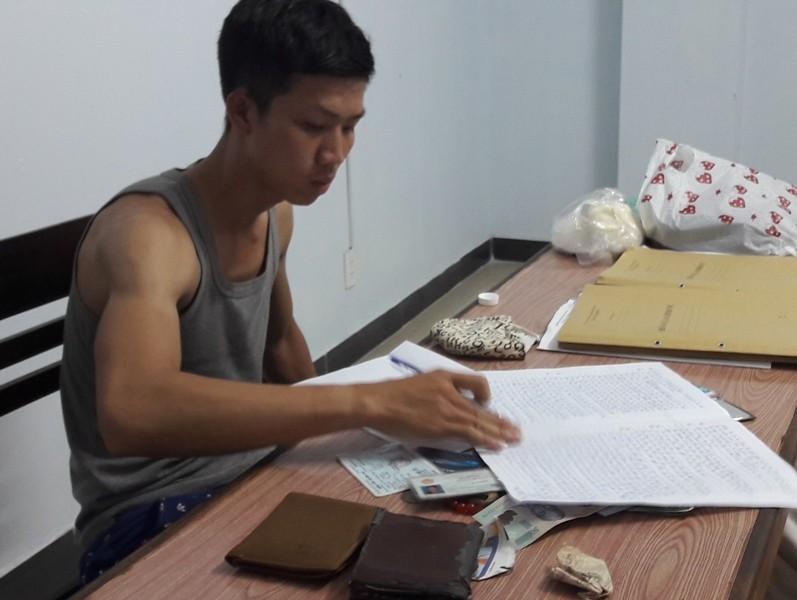 Bắt khẩn cấp đối tượng cướp giật tài sản của vợ chồng Việt kiều - ảnh 1
