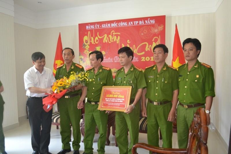 Khen thưởng vụ phát hiện cơ sở chế biến nội tạng tẩm hóa chất Trung Quốc - ảnh 1