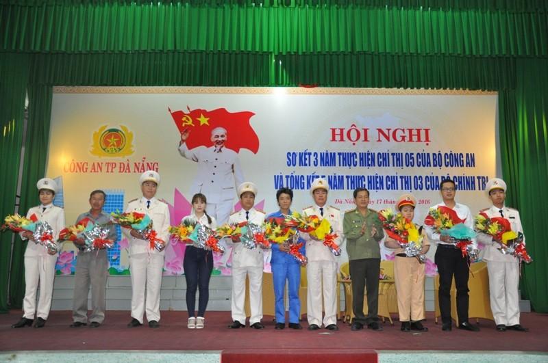 Cậu bé ung thư ở Đà Nẵng lần thứ 2 khoác áo CSGT - ảnh 4