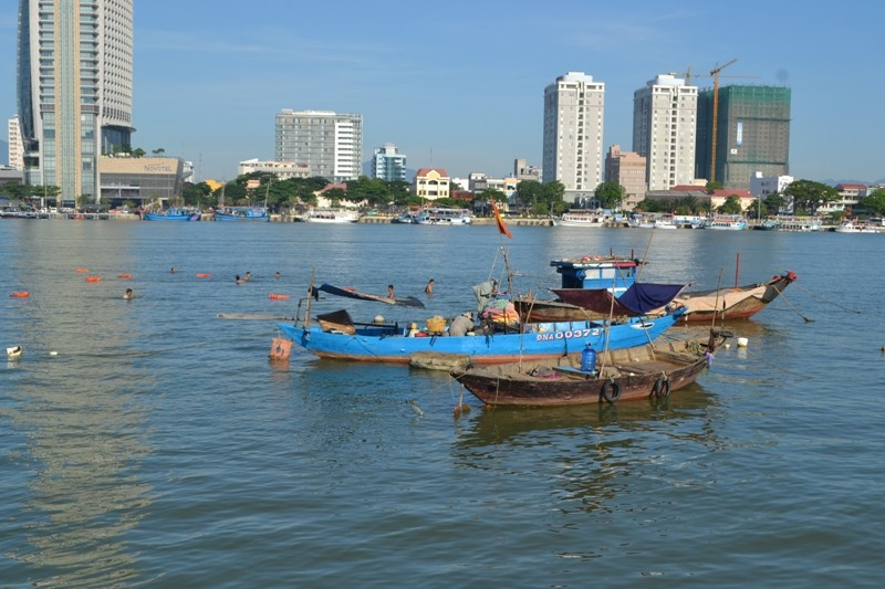 Đặc công nước lặn tìm các nạn nhân vụ chìm tàu trên sông Hàn - ảnh 2