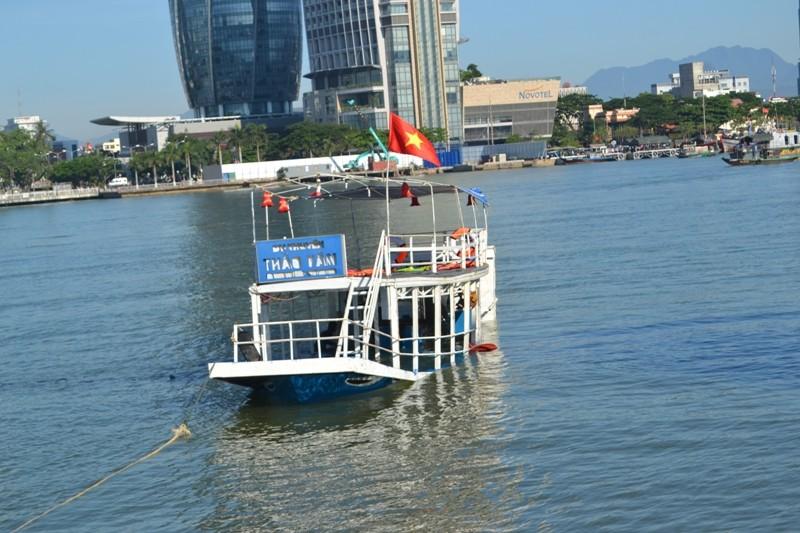 Vụ chìm tàu trên sông Hàn: Chở quá tải, không có giấy phép xuất bến  - ảnh 1