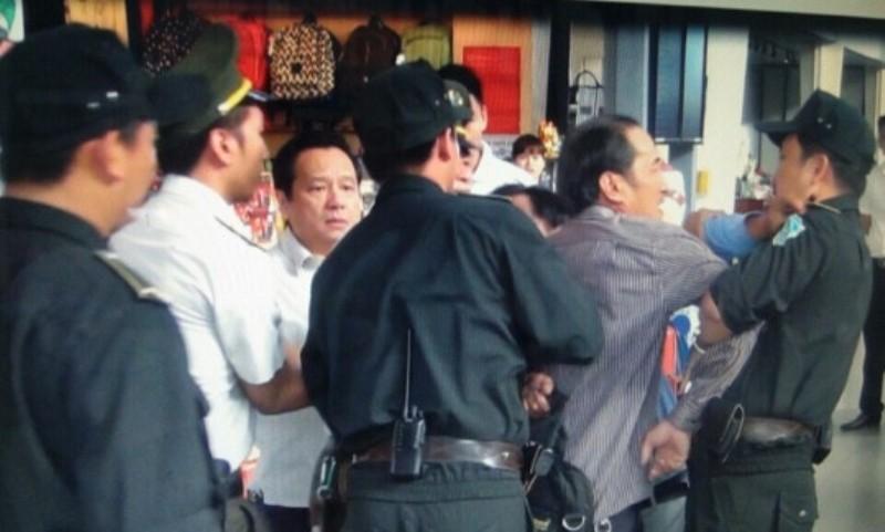 Hành khách quấy phá, tấn công nhân viên và an ninh hàng không - ảnh 1